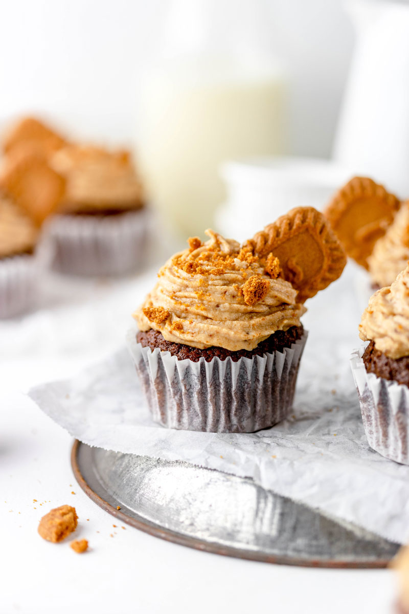 vegan chocolate cupcakes with biscoff frosting
